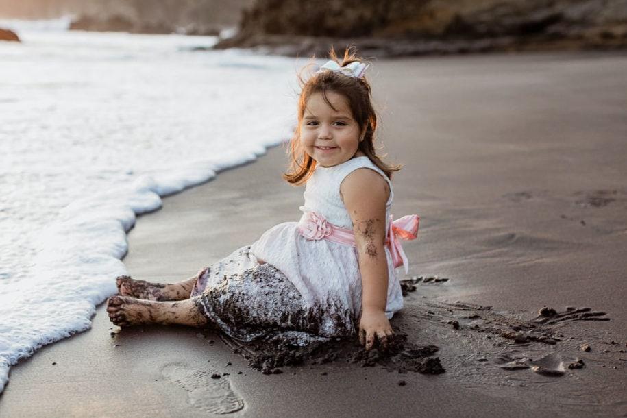 Foto de niña en la playa
