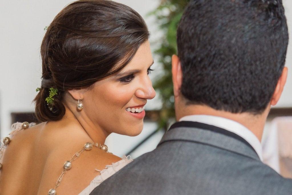 pareja de novios en su boda en Antigua Guatemala.