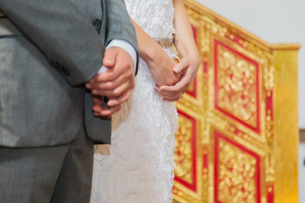 manos de novia en su boda en Antigua Guatemala.