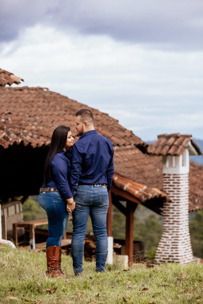 Fotos de pareja en Finca El Olvido.
